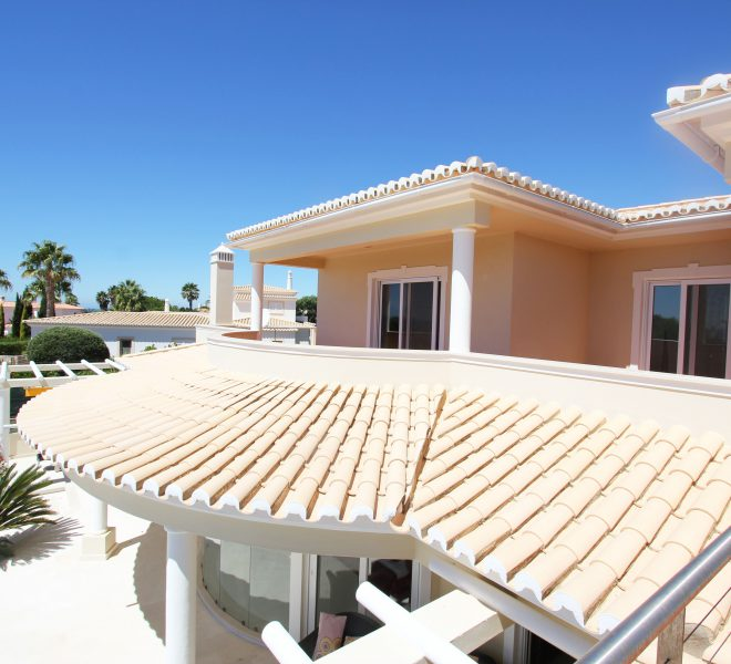4 bedroom contemporary Villa located in carvoeiro with outstanding location