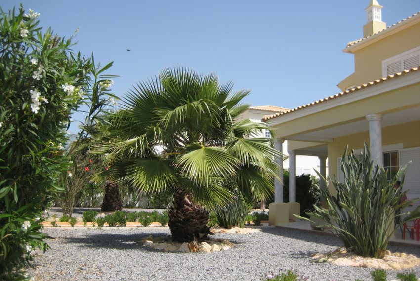 Large 4 bedroom villa with pool in Ferragudo Portugal; Enneking Real Estate