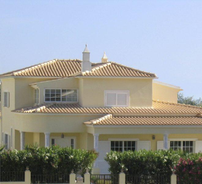 Large 4 bedroom villa with pool in Ferragudo Portugal; Enneking Real Estate