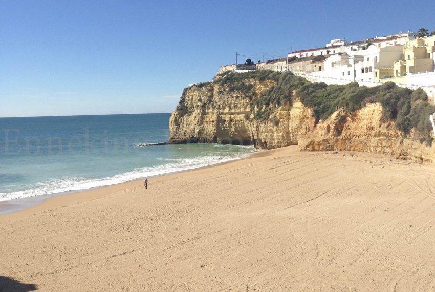 Carvoeiro Beach 2 Bedroom Villa for sale Algarve