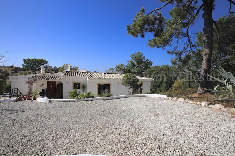 Carvoeiro-2-schlafzimmer-villa pool-strandnah-Algarve