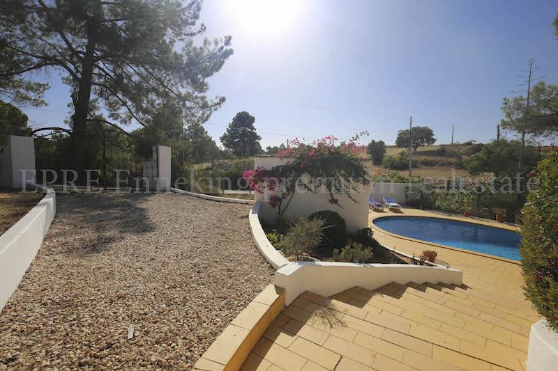 Carvoeiro-2-schlafzimmer-villa pool-strandnah-Algarve.