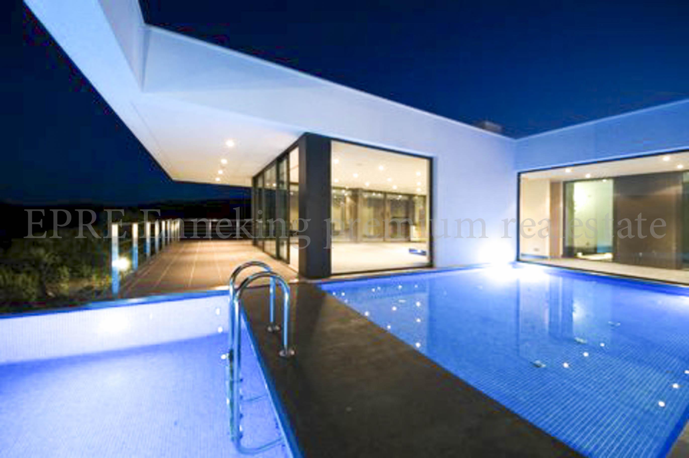 Luxus schlafzimmer mit pool  Luxus Anwesen Lagos Bensafrim 6 Schlafzimmer. Kauspreis €1.080.000