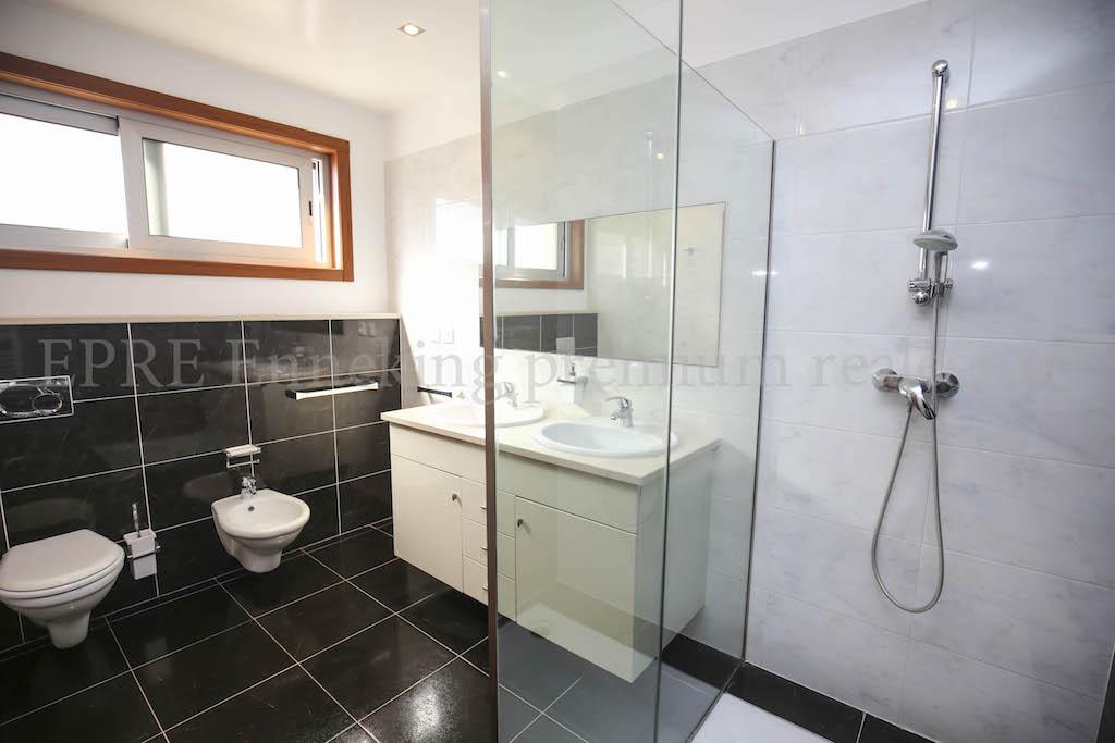Luxus schlafzimmer mit meerblick  Alvor 4 Schlafzimmer Luxus Villa Meerblick Pool Garage Algarve ...