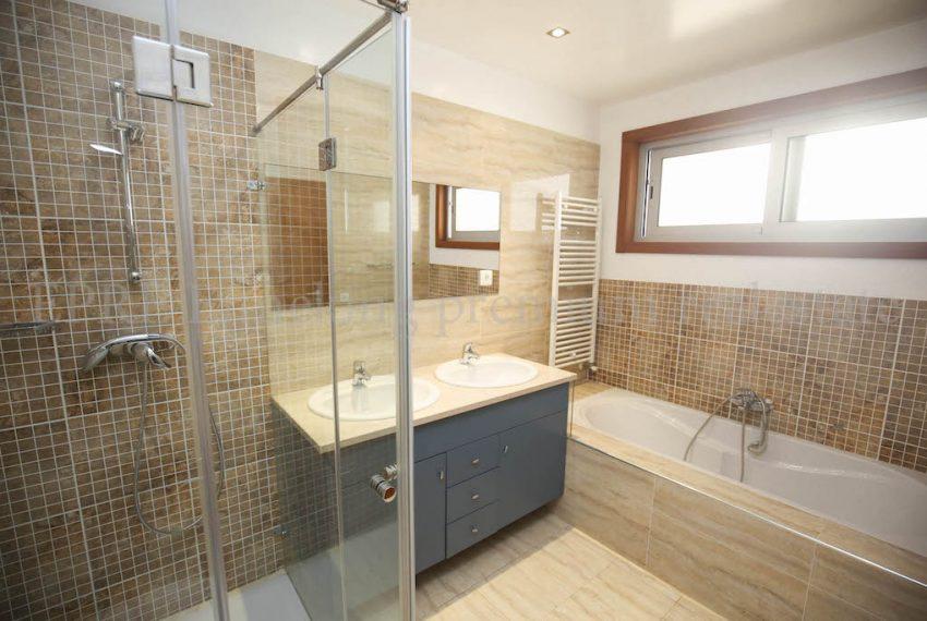 Alvor-4-Schlafzimmer-Luxus-Villa-Meerblick-Pool-Garage