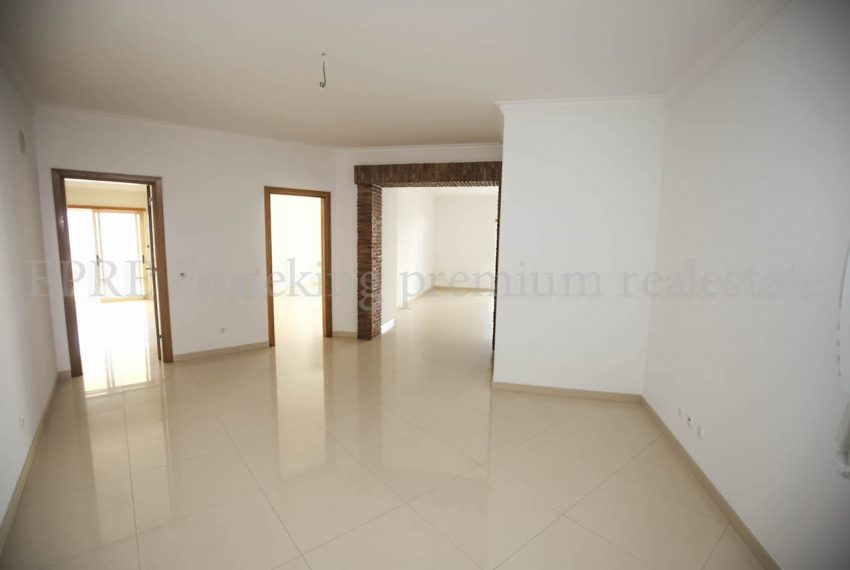 Sea View 2 Bedroom Penthouse Apartment Garage Ferragudo Algarve, Enneking Real Estate