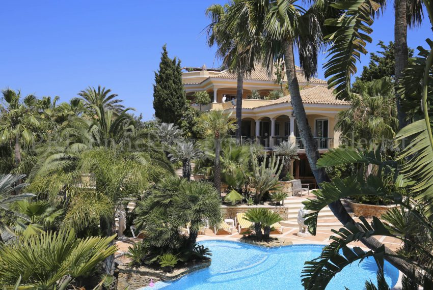 Luxury seven bedroom sea view property in Albufeira