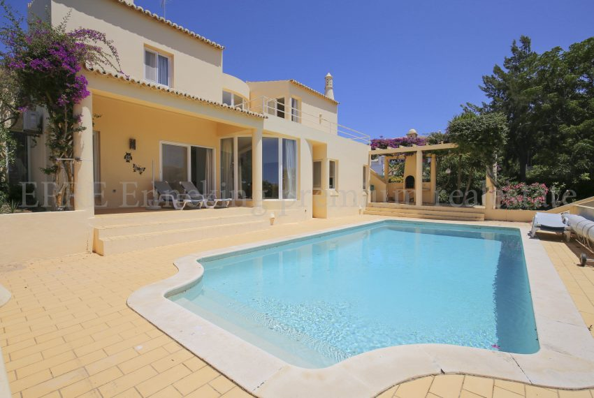Sea view 3 Bedroom Villa,private pool, walking distance Beach