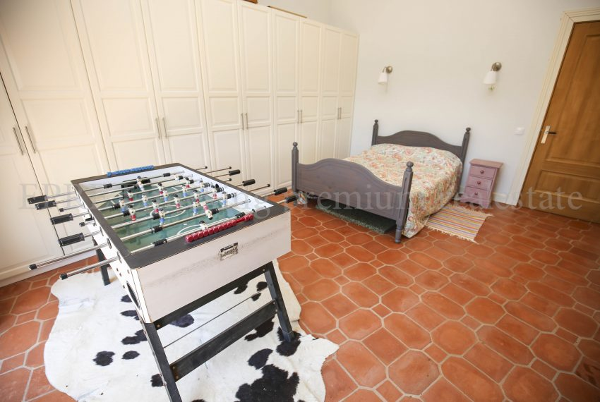 Biological Vineyard 6 Acres Farmhouse Silves Algarve-bedroom-Enneking real estate