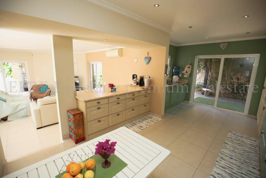 Spacious 5 Bedroom Villa quiet residential area, kitchen, Enneking Real Estate