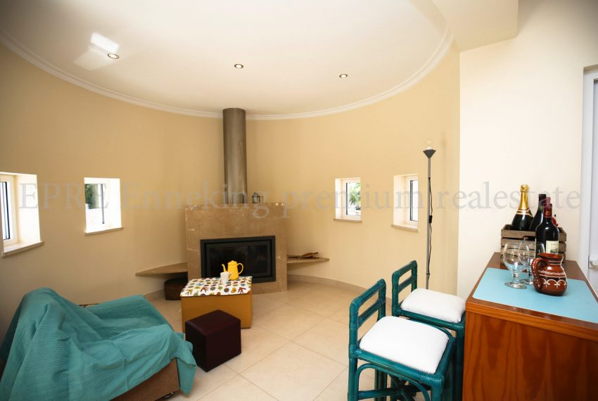 Spacious 5 Bedroom Villa quiet residential area, living room, Enneking Real Estate