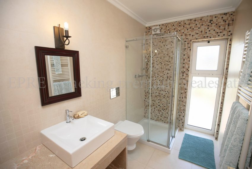 Spacious 5 Bedroom Villa quiet residential area, bathroom, Enneking Real Estate