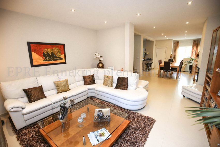 3 Bedroom Family House Ferragudo Algarve-living room-Enneking Real Estate