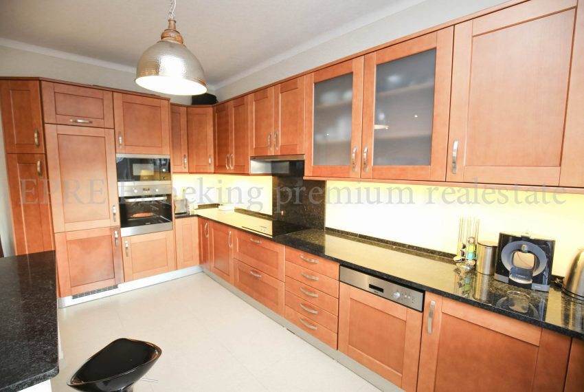 3 Bedroom Family House Ferragudo Algarve-kitchen-Enneking Real Estate