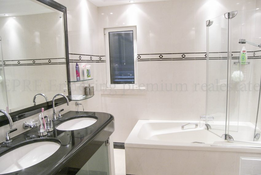 Luxury Villa Walking Distance Beach Ferragudo, bathroom, Enneking Real Estate