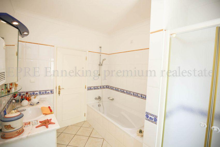 3 bedroom Vila Golf course, bathroom, Enneking Real Estate
