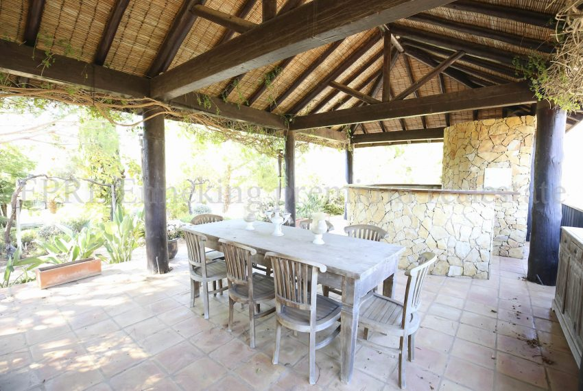 Luxury Villa Walking Distance Beach Ferragudo, outside dinning area, Enneking Real Estate
