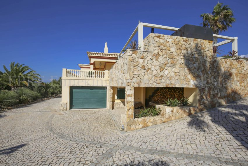 Luxury Villa Walking Distance Beach Ferragudo, garage, Enneking Real Estate