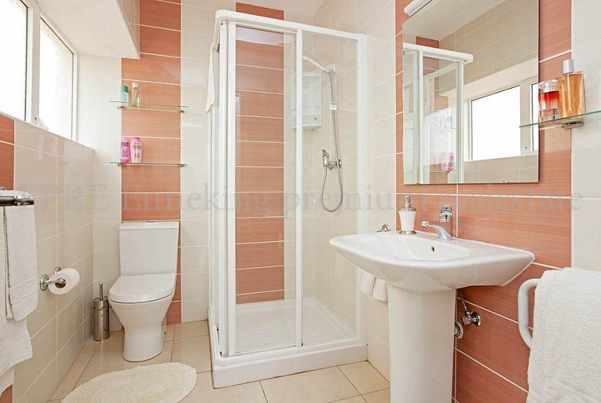 EPRE114 one bedroom apartment praia da rocha PG.bathroom