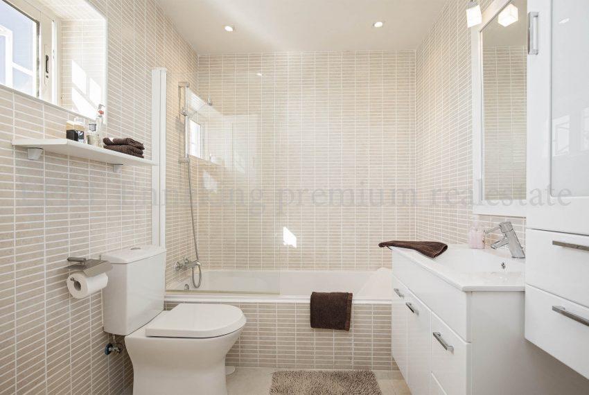 EPRE116 Pennthouse praia de rocha bathroom