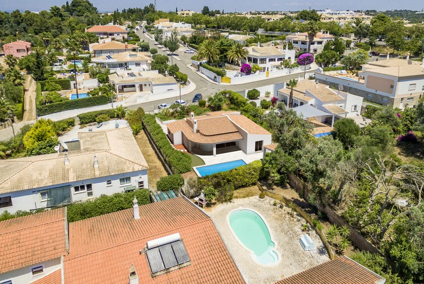 3 bedroom detached villa in Alvor drone view