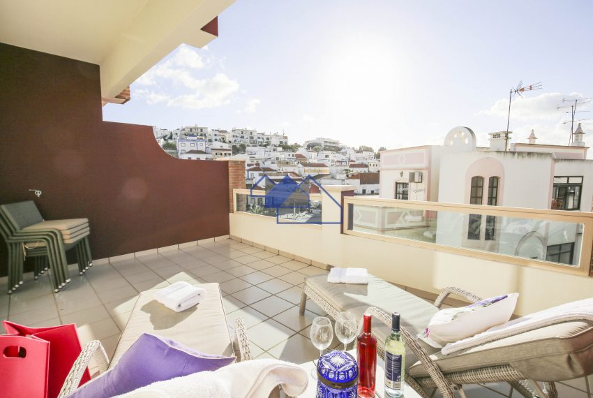 Luxury two bedroom duplex apartment, garage, few footsteps to the Beaches
