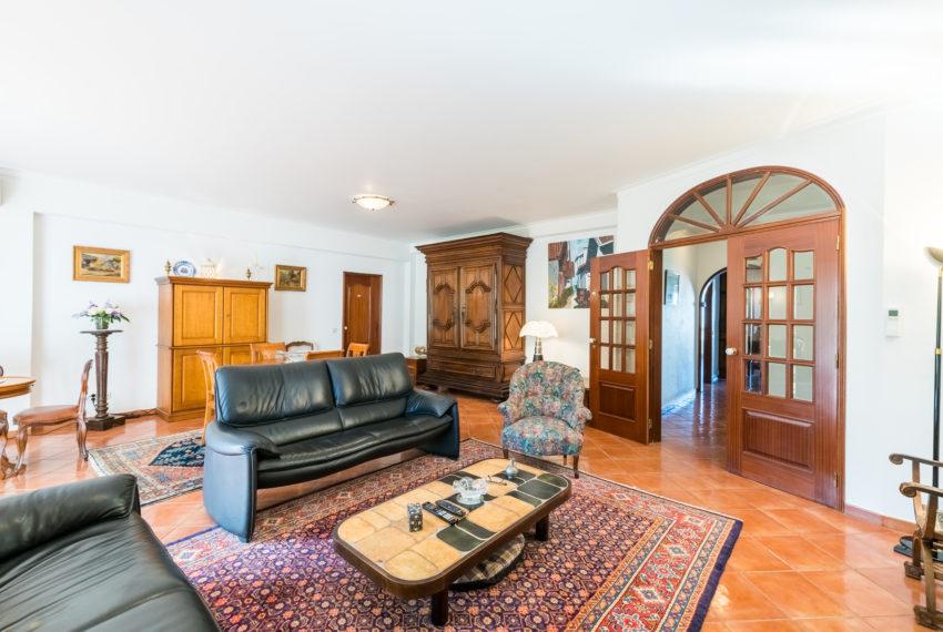 4 bedroom semi-detached villa, pool, walking distance beach, Ferragudo