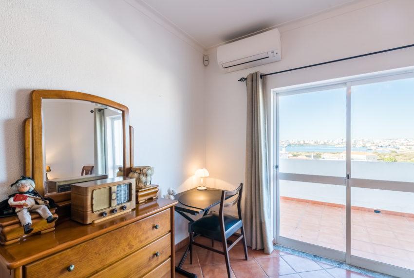 4 bedroom semi-detached villa, pool, walking distance beach, Ferragudo-46