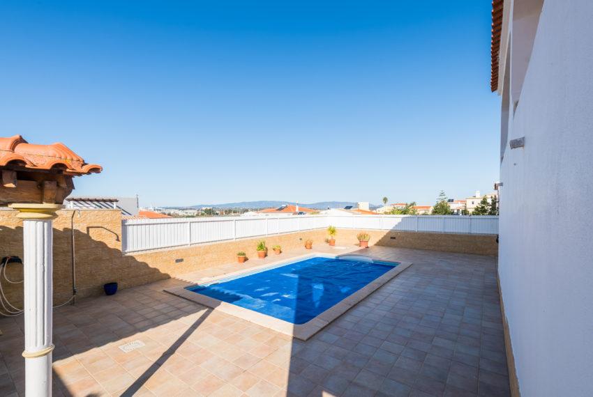 4 bedroom semi-detached villa, pool, walking distance beach, Ferragudo-58