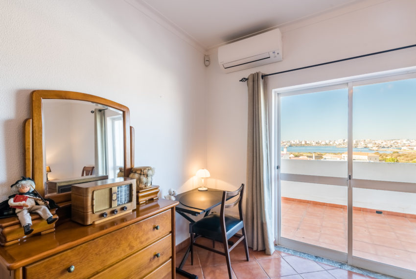 4 bedroom semi-detached villa, pool, walking distance beach, Ferragudo-2