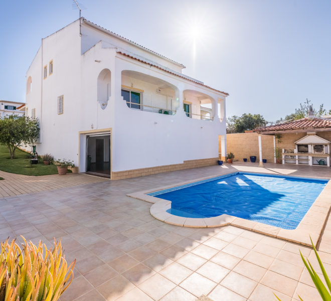 Traditional 3 bedroom semi-detached villa, pool, walking distance beach, Ferragudo.