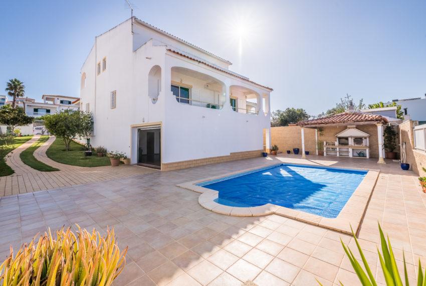 Traditionelle 3 Schlafzimmer Doppelhaushälfte, Pool, Strand zu Fuß erreichbar, Ferragudo.