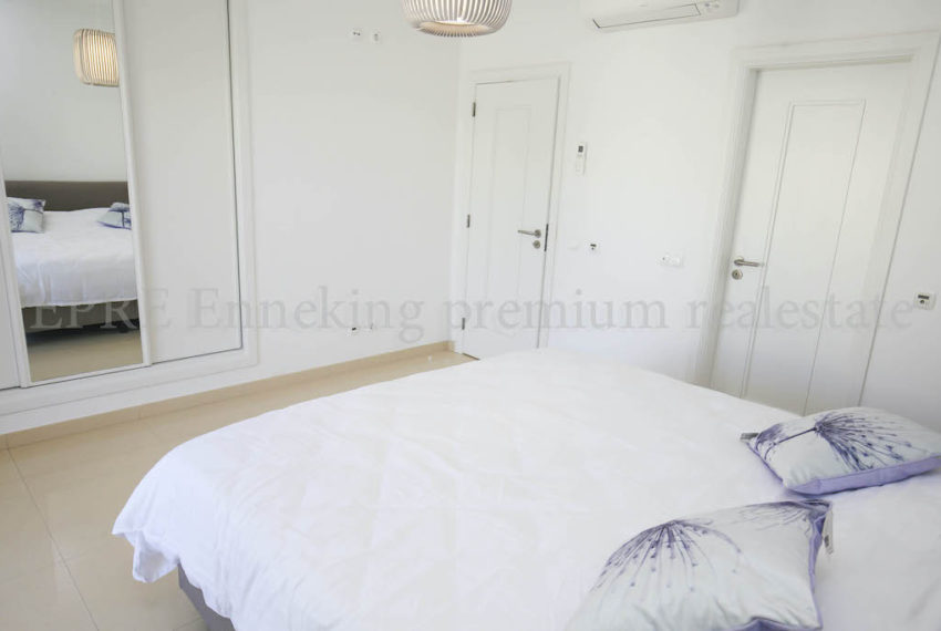 Bedroom, double beds,build in wardrobe with mirrors,airco
